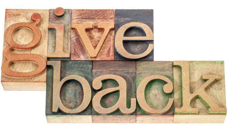 4 Ways That Giving Back To Your Community Helps Your Business's Bottom Line