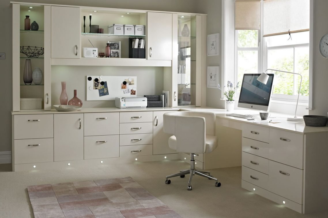 Home Office Cleaning 101: How to Declutter Your Workspace and Conquer the Mess