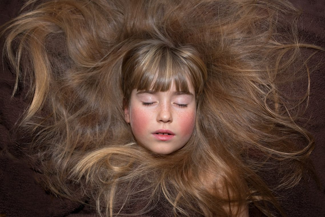 How to Grow Long Natural Hair Fast – 10 Home Remedies for Women Revealed