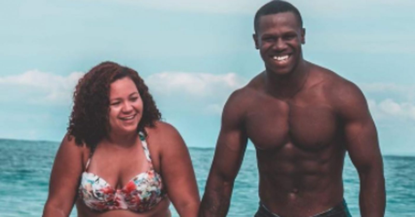 Couple's Bathing Suit Photo Is Going Viral For An Inspiring Reason