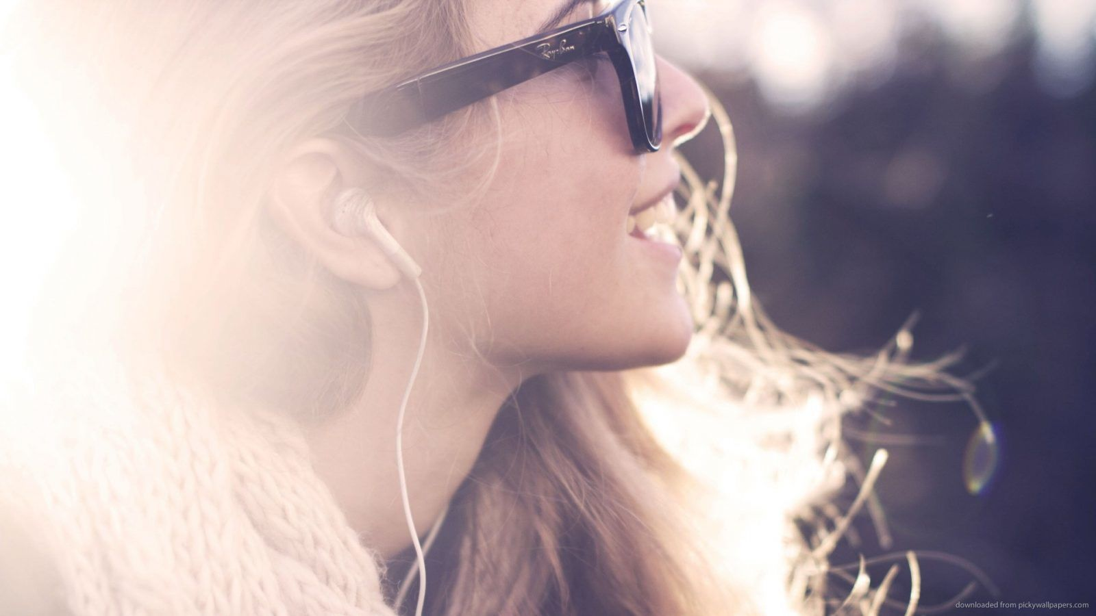 11 Songs Perfect for Carefree Summer Relaxation