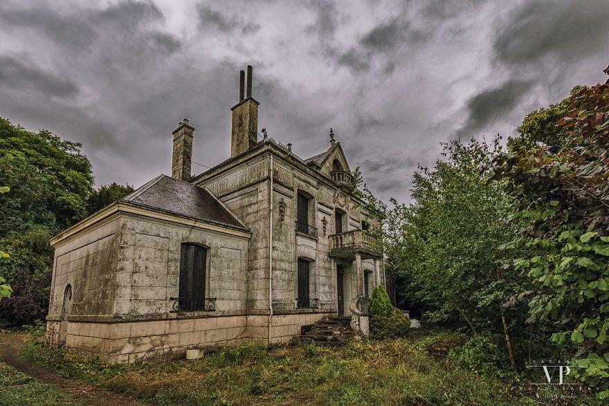 I Found This Abandoned House In French Countryside And Was Surprised With What I Saw Inside