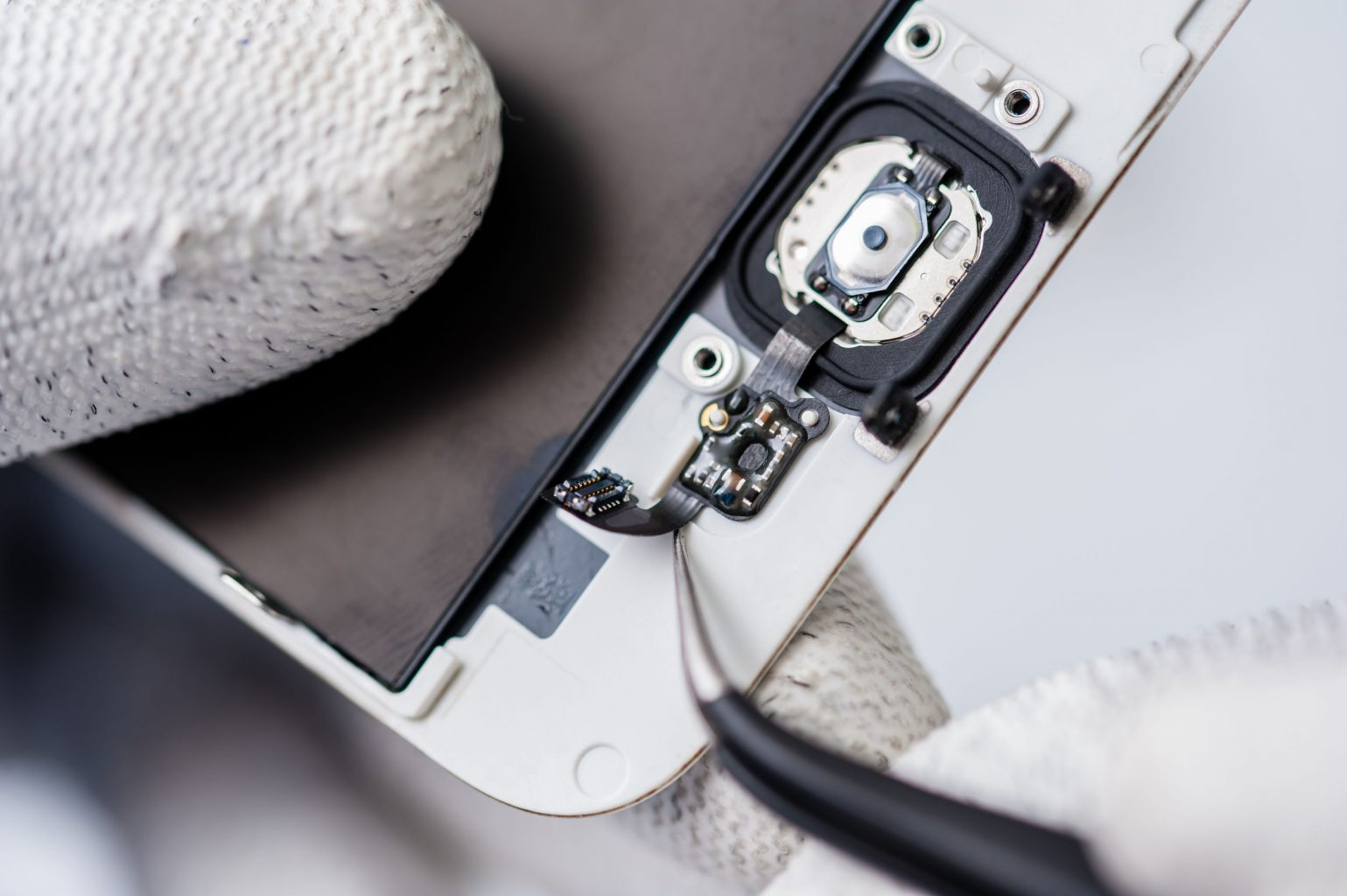 6 Ways to Repair a Broken Cellphone at Home