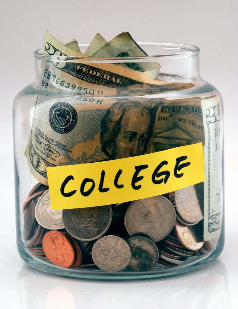 5 Easy Ways To Make Money While In College