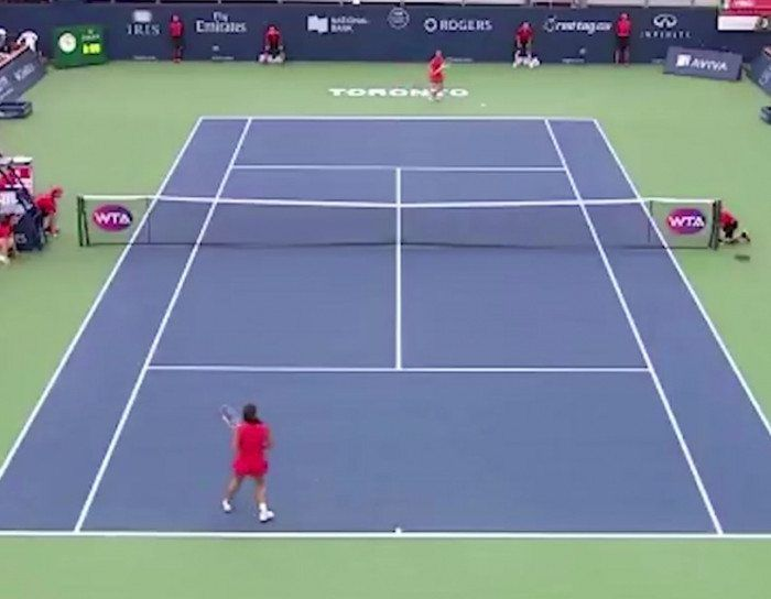 This between-the-legs tennis shot is insane.